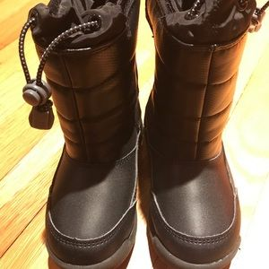 Like new!  Lands End, insulated snow boots.